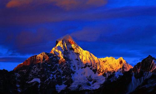 东方阿尔卑斯四姑娘山二峰攀登活动
